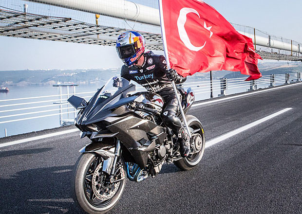 Kenan Sofuoglu s Kawasaki H2R pokořil 400 km/h