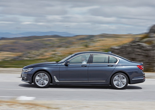 BMW �ady 7: �ty�ikr�t p�epl�ovan� turbodiesel 750d m� �eskou cenu