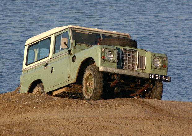 Land Rover odmítá plány na oživení defenderu