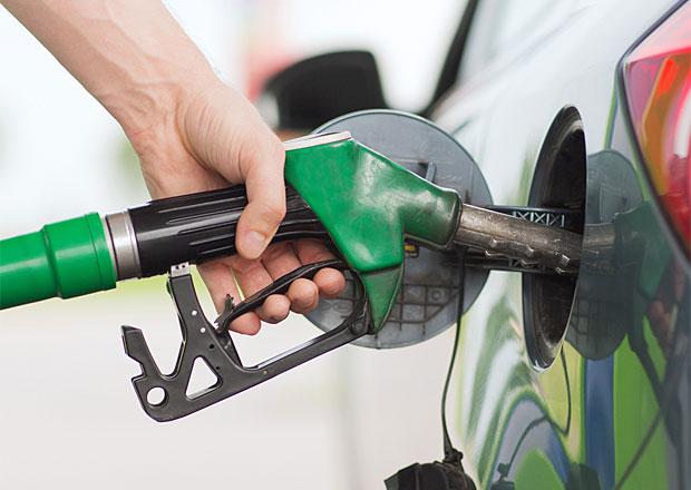 Ceny pohonných hmot v Česku znovu klesly, již třetí týden v řadě