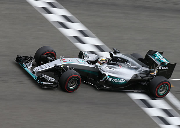 VC Německa 2016: Rosberg se musel sklonit před Hamiltonem