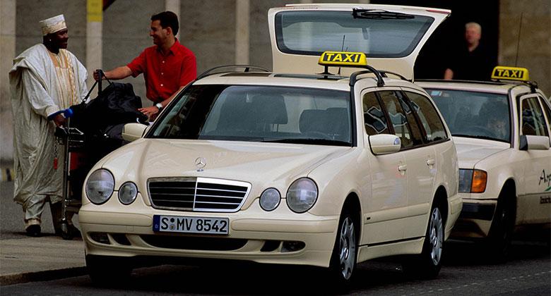 Historie tax�k� Mercedes: Od nejstar��ho taxi sv�ta po novou t��du E