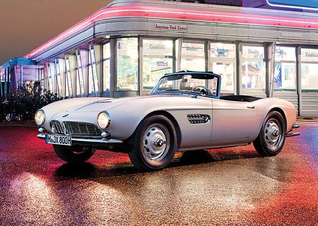 Znovuzrozen� BMW 507 Elvise Presleyho m��� do Pebble Beach