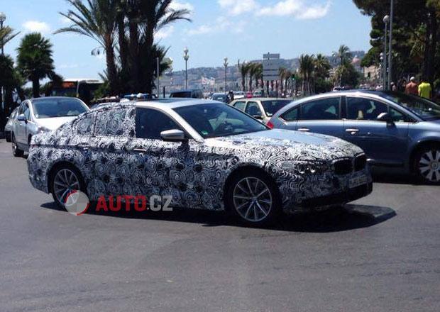 Spy photo: Nové BMW 5 vyfoceno v Nice. Bude to zmenšená sedmička?