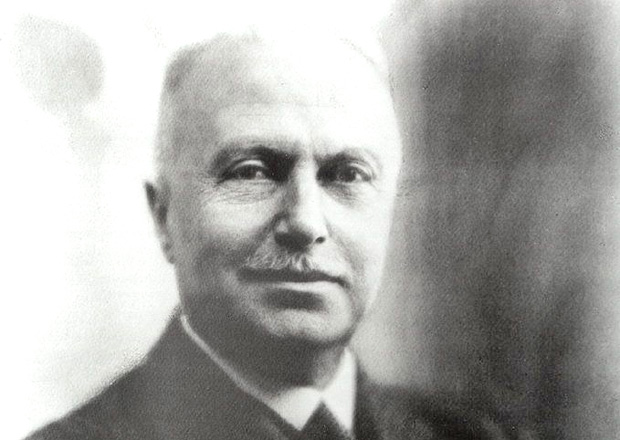 Giovanni Agnelli stál u zrodu Fiatu, vládl mu pak přes 40 let