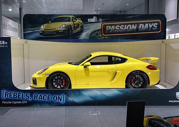 Porsche Cayman GT4 jako modýlek auta v životní velikosti