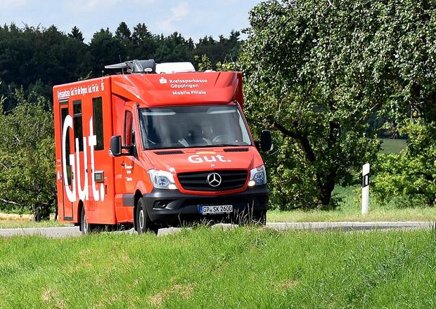 Mercedes-Benz Sprinter jako mobilní bankovní kancelář