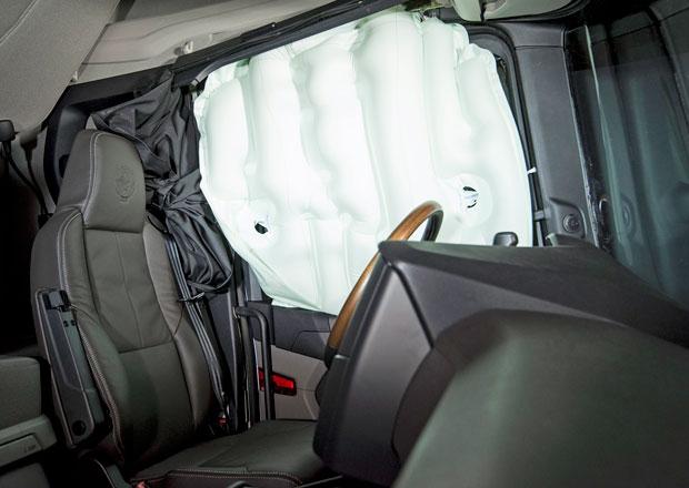 Scania představuje nový boční airbag