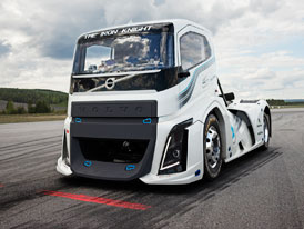 Volvo Trucks: The Iron Knight poko�il dva rychlostn� rekordy (+videa)