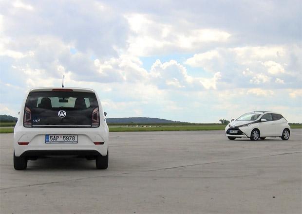Video: Toyota Aygo vs. VW up! Měření dynamiky. Bude stačit letiště?