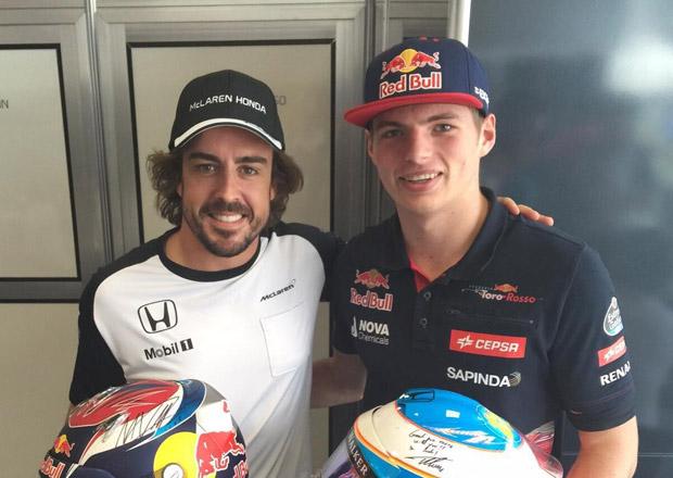 Alonso se zastal Verstappena. Ten byl i tak na kobere�ku.