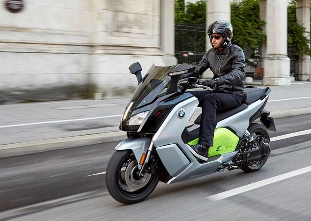 BMW C evolution: Elektrický maxi-skútr míří do Paříže (+video)