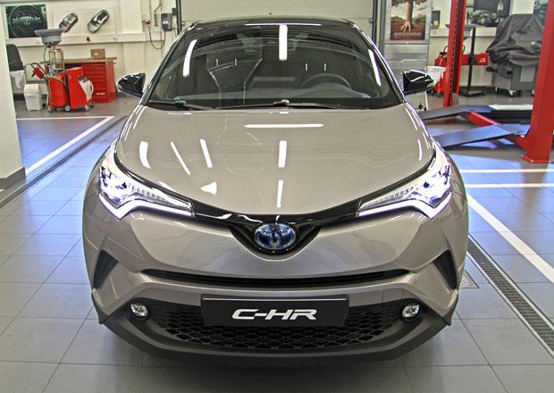 Toyota C-HR odhalila kompletní ceník. Levná není!