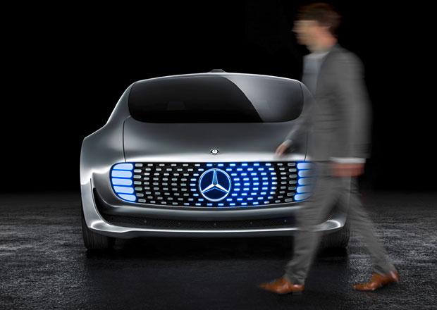 Autonomní jízda podle Mercedesu: Raději zabít chodce, než ohrozit posádku