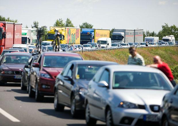 Kolik opravdu stojí opravy českých dálnic? A proč se rekonstrukce tak protahuje? Odpovíme!
