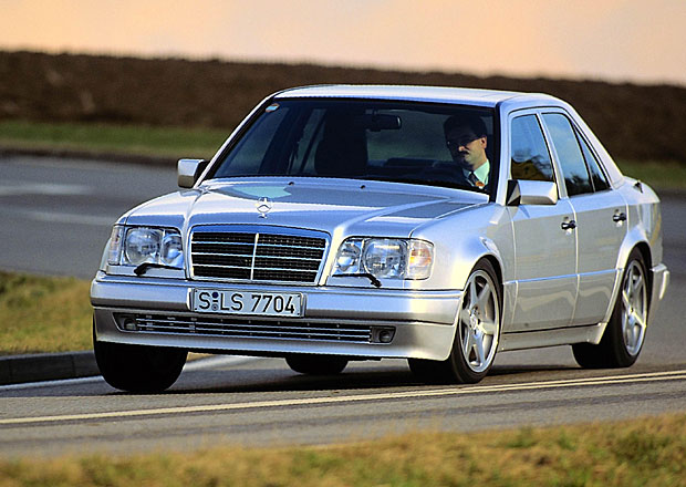 Vetřelci v Zuffenhausenu: Mercedes-Benz 500 E/E 500 a Audi RS2