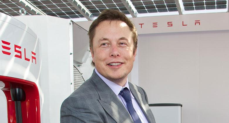 Kdy� kritizujete autonomn� syst�my, zab�j�te t�m lidi! Alespo� to ��k� Elon Musk