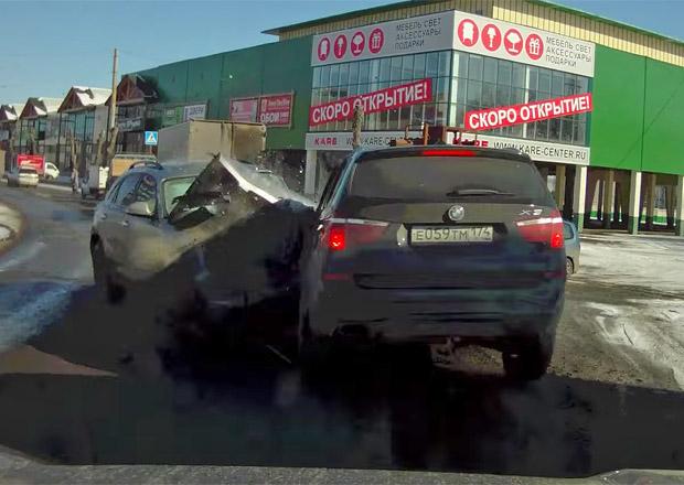 Video: Ruský nálet. BMW X3 torpédováno Infiniti FX45