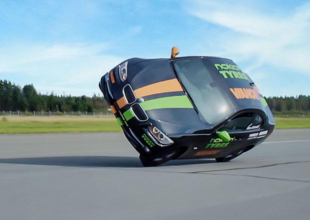 Nejrychlejší jízda v autě po dvou kolech! Kolik je nový rekord?