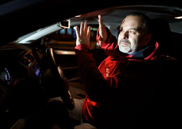Víte, jak jezdit ve tmě? Máme pro vás 10 pravidel!