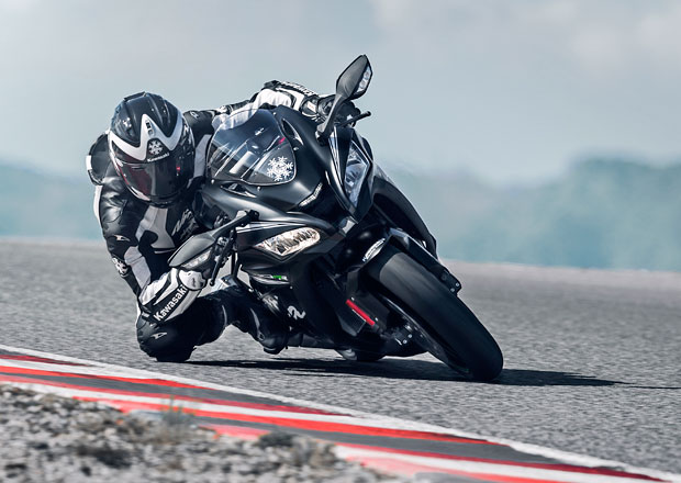 Kawasaki Ninja ZX-10RR: Černý ďábel pro závodníky (+video)