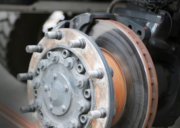 Tatra a kotoučové brzdy na současných nákladních vozidlech