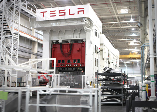 Tesla postaví v Evropě Gigafactory. Mohla by stát v České republice!