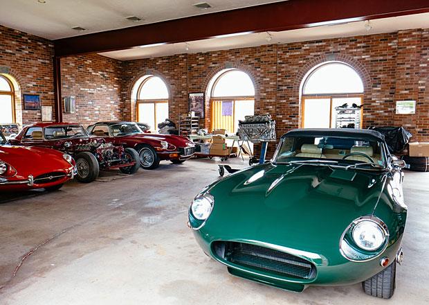 Stew Jones: Slepý mechanik, který renovuje Jaguary