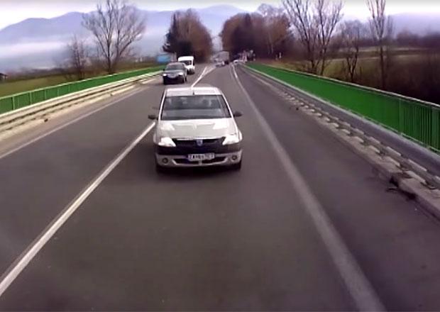 Video: Slovenský logan se čelně střetl s kamionem. Dopadlo to strašlivě...