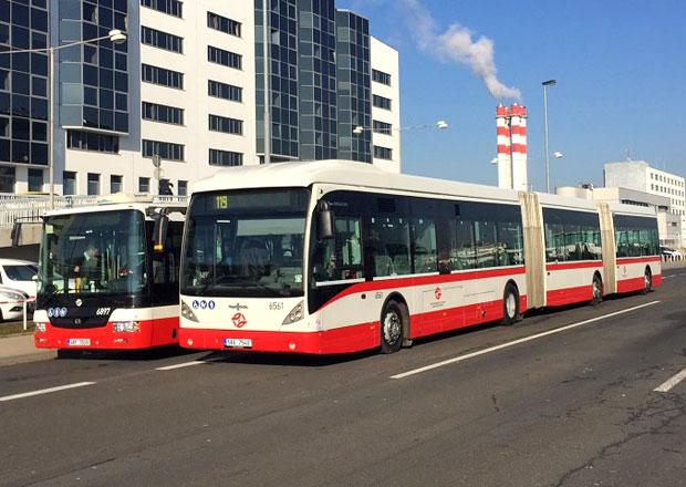 Van Hool AGG300 ve službách DPP je nejdelší autobus na českých silnicích