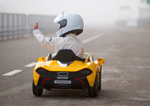Mini Stig začíná testovat elektrický McLaren P1 (+video)