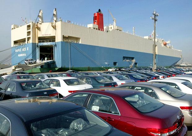 Největší lodě světa znečisťují prostředí více než všechna auta světa. Zajímá to někoho?
