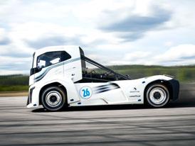 Volvo Trucks a anatomie rekordního tahače The Iron Knight (+video)