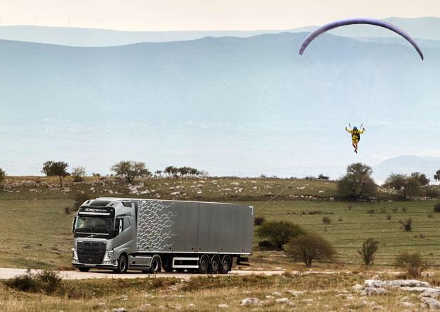 Létající pasažér společnosti Volvo Trucks bere dech