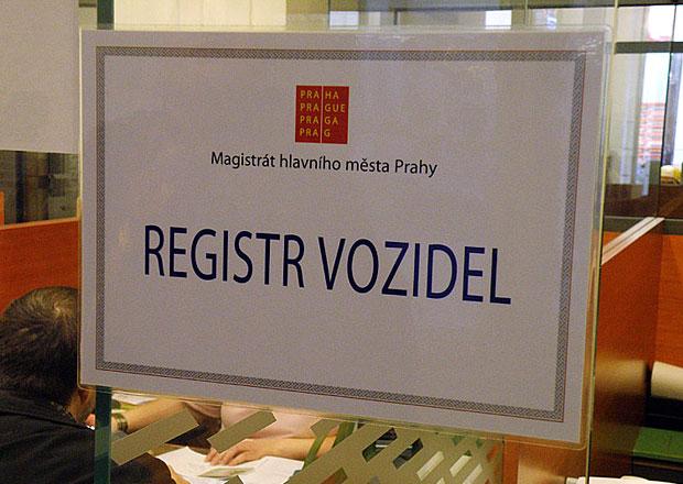 Sněmovna schválila snazší registraci vozidel