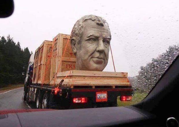 Po Americe jezdí obří hlava Jeremyho Clarksona
