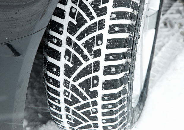 Zimní pneumatiky: Lze je namontovat jen na jednu nápravu? A co znamená M+S?