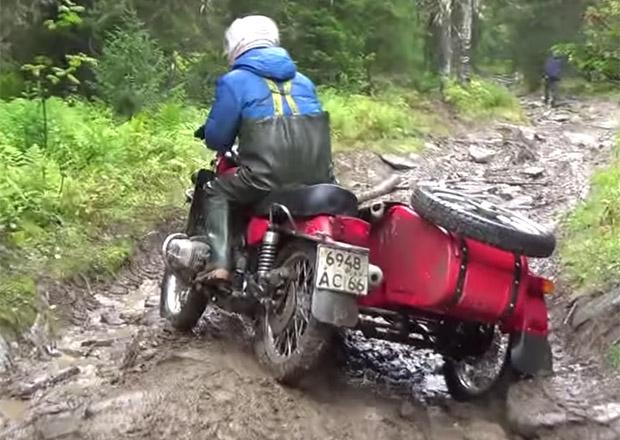 Ural odhaluje drsné testy odolnosti svých motorek (+video)
