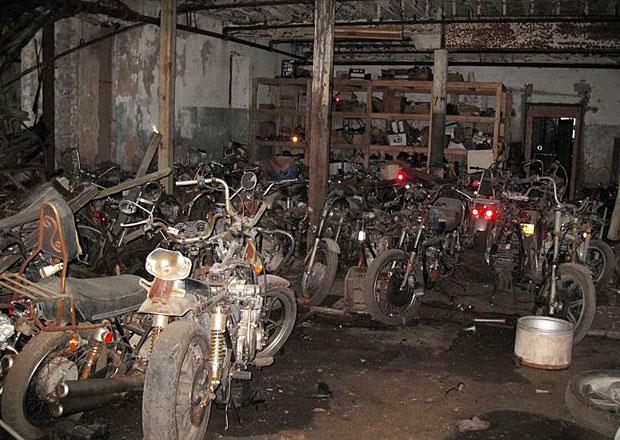 Co se stalo s obřím motocyklovým hřbitovem? Úžasný nález a smutný konec