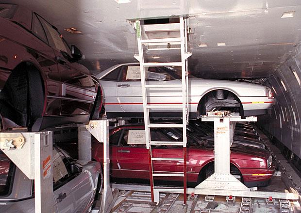Nejdelší výrobní linka světa! Cadillac Allanté létal letadlem a překonával 14.500 km!