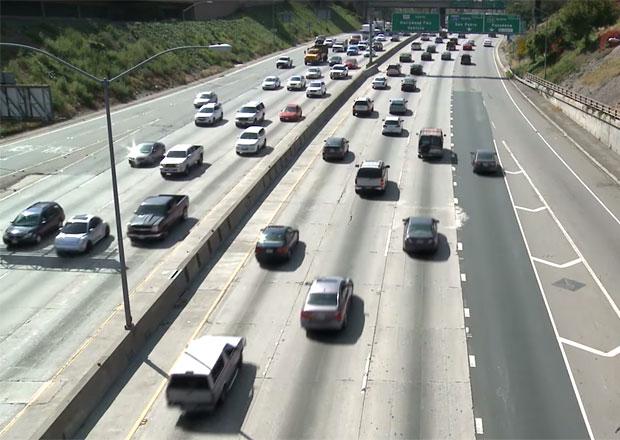 Proč je pomalá jízda v levém pruhu hloupá a nebezpečná? (+video)