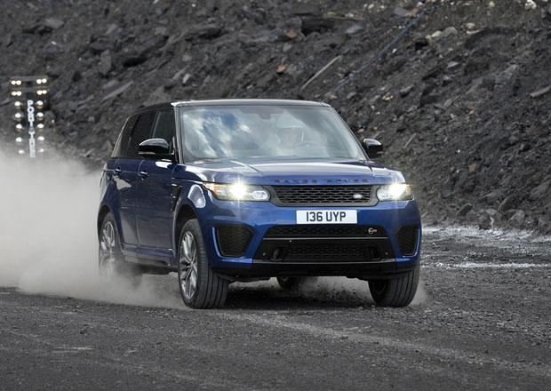 Range Rover Sport SVR: Jak rychle zvládne 100 km/h na štěrku? A co mokrá tráva?