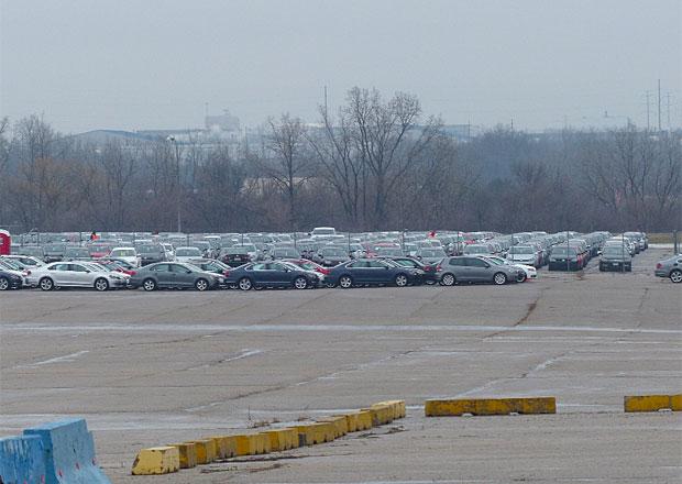 Parkoviště duchů: Stovky tisíc opuštěných volkswagenů zaplňují v USA obří plochy. Kvůli dieselgate