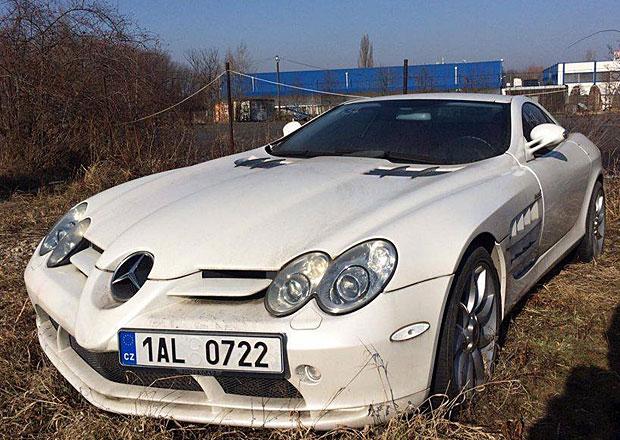 Řepkův Mercedes-Benz SLR McLaren tiše umírá na policejním parkovišti