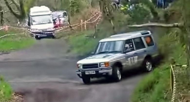 Video: Splašené Discovery driftuje na rallye. Co má pod kapotou?