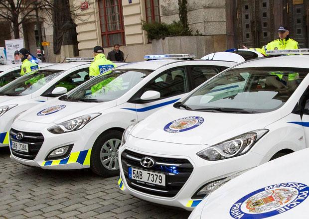 Pražští strážníci nakupují nová auta. Většinou jde o Hyundaie...