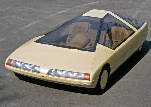 Zapomenuté koncepty: Citroën Karin (1980) - Třímístná pyramida se střechou velkou jako list papíru
