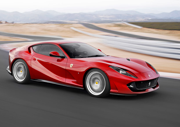 Ferrari 812 Superfast se předvádí v akci a nabízí i pohled do svých útrob (+video)