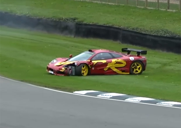 McLaren F1 GTR bubeníka z Pink Floyd boural v Goodwoodu (video)