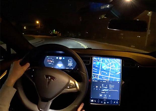 Tesla a její Autopilot: Proč je pořád nepoužitelný?
